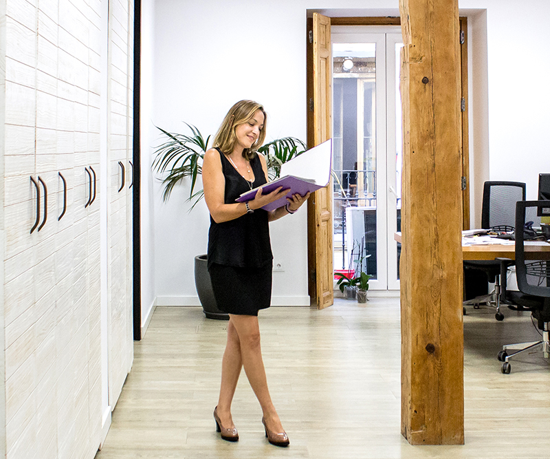 mujer oficina