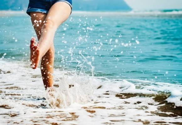 ¿Qué zapatos llevar si vas a la playa?