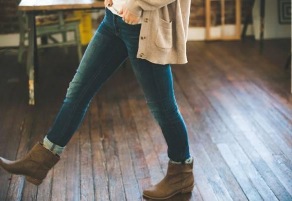 Cómo combinar botas marrones