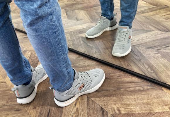 Cómo crear un fondo de armario con zapatillas Skechers de hombre